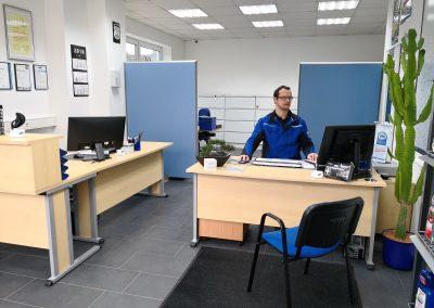 Innenansicht des Kunden- und Bürobereichs