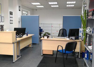 Annahme- und Bürobereich