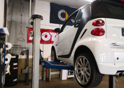 Bilder aus unserer Smart Werkstatt - Smart 451 Cabrio auf Hebebühne